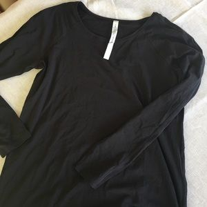 Long sleeve Lululemon top size 8